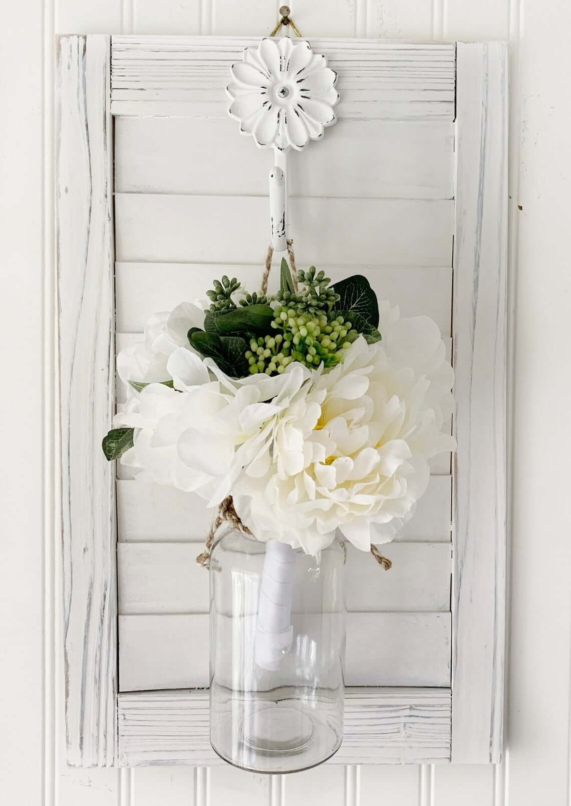 Distressed Wall Floral Sconce Décor