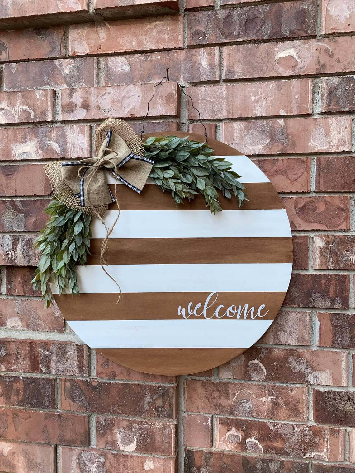 Round and Striped Welcome Wreath Sign