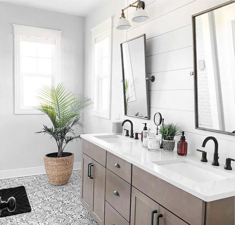 Adjustable Farmhouse Vanity Wall Lamp