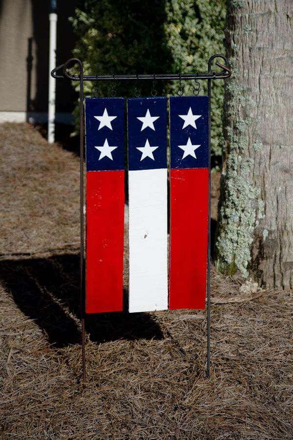 Patriotic DIY Pallet Garden Flag