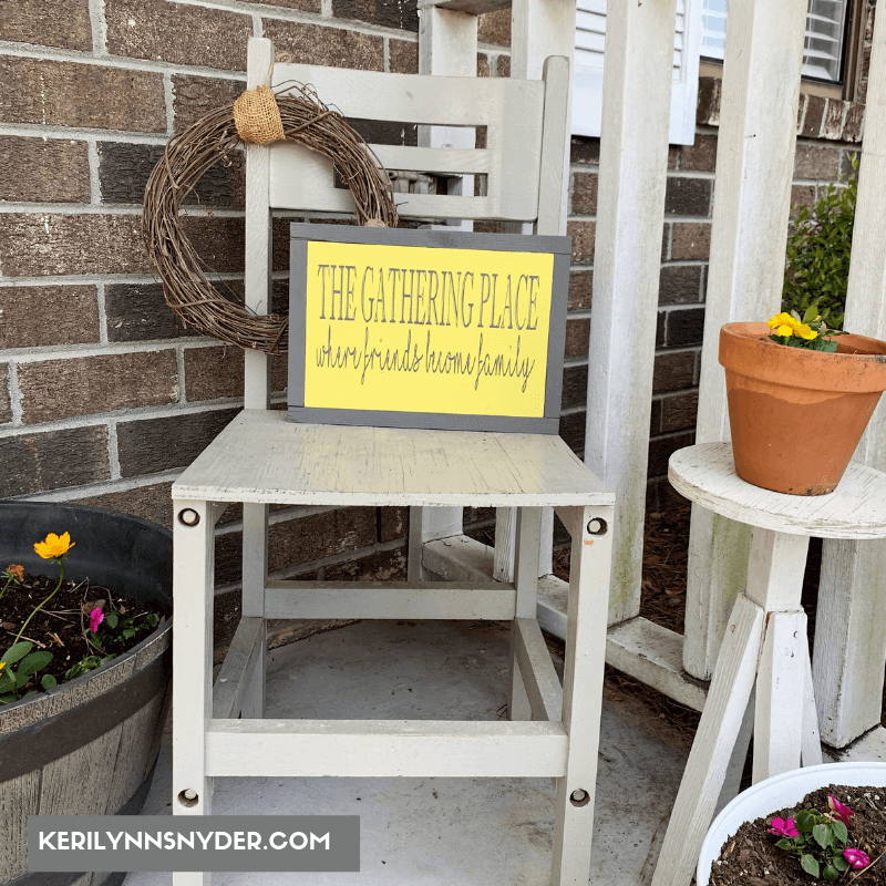 Calm, Cute and Country Style To Grace Your Porch