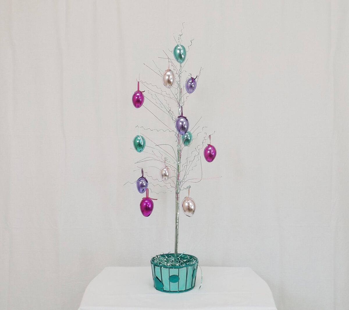 Artsy Metallic Wiring Easter Egg Tree