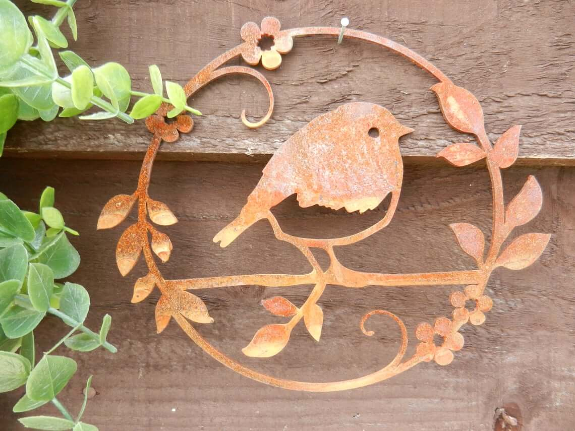 Robin Circle Decoration in Rusty Metal