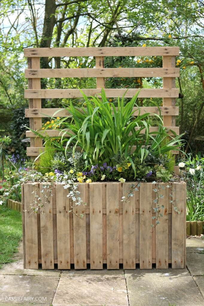 Upcycled Pallet Planter Stand for Backyard Privacy