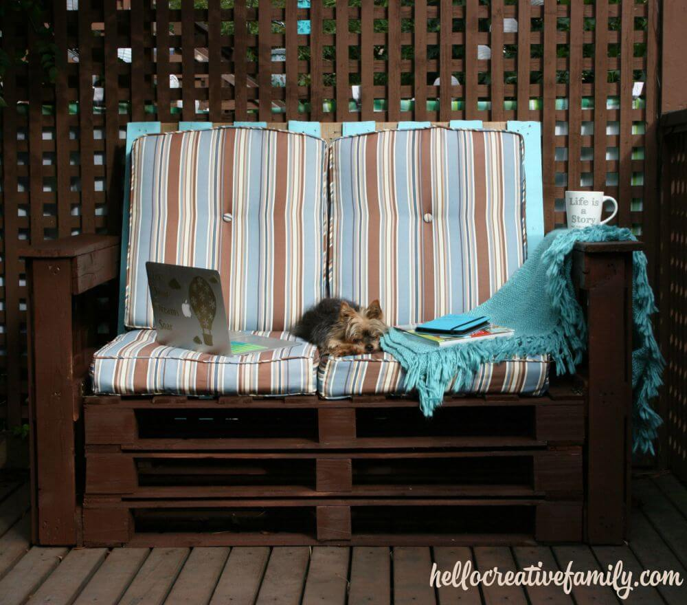 Recycle Pallets with a Garden Bench