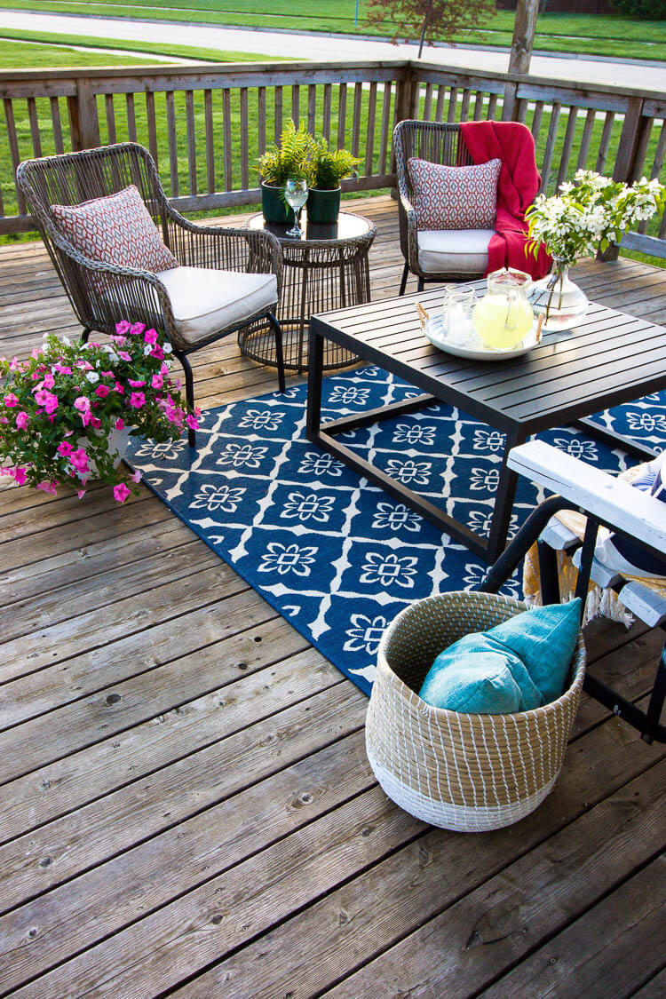Colorful and Decorative Zoned Summer Seating