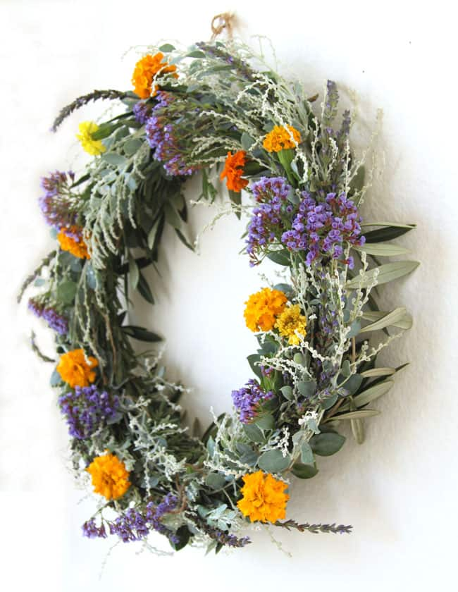DIY Oval-Shaped Dried Wildflower Wreath