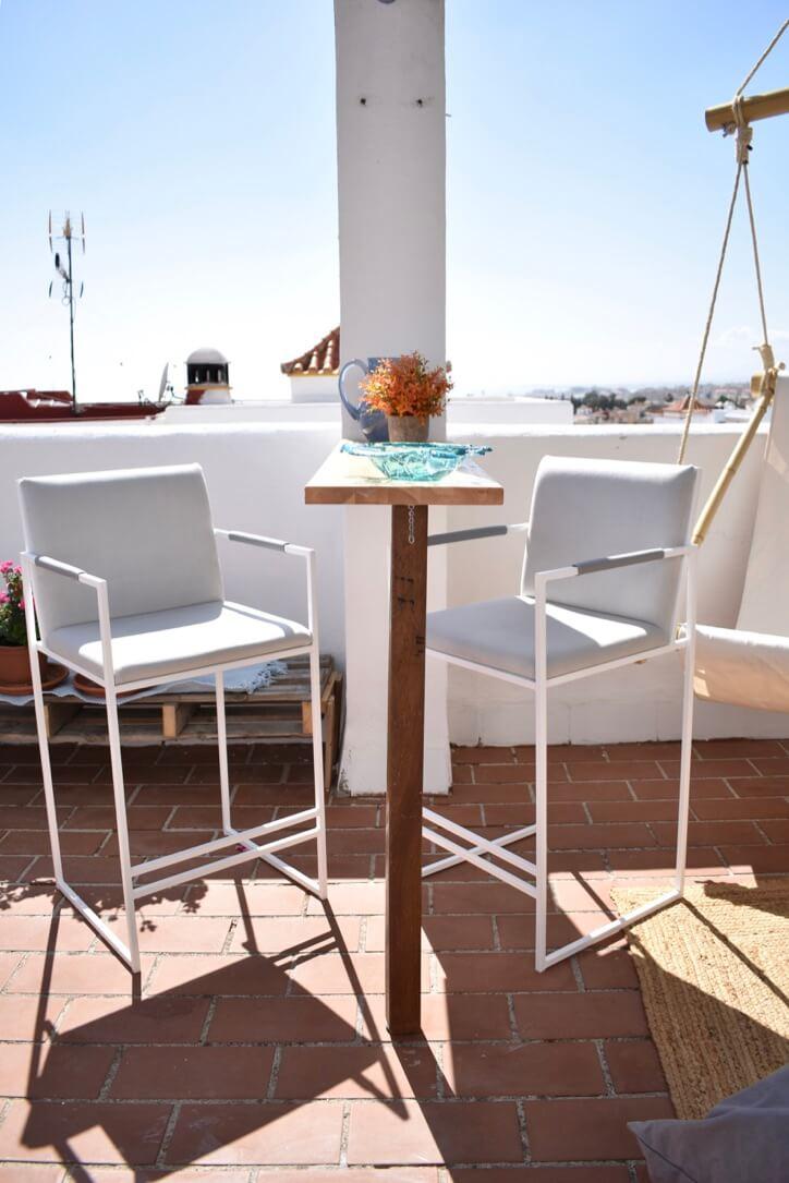 DIY Wall-Mounted Fold-Up Table Bar