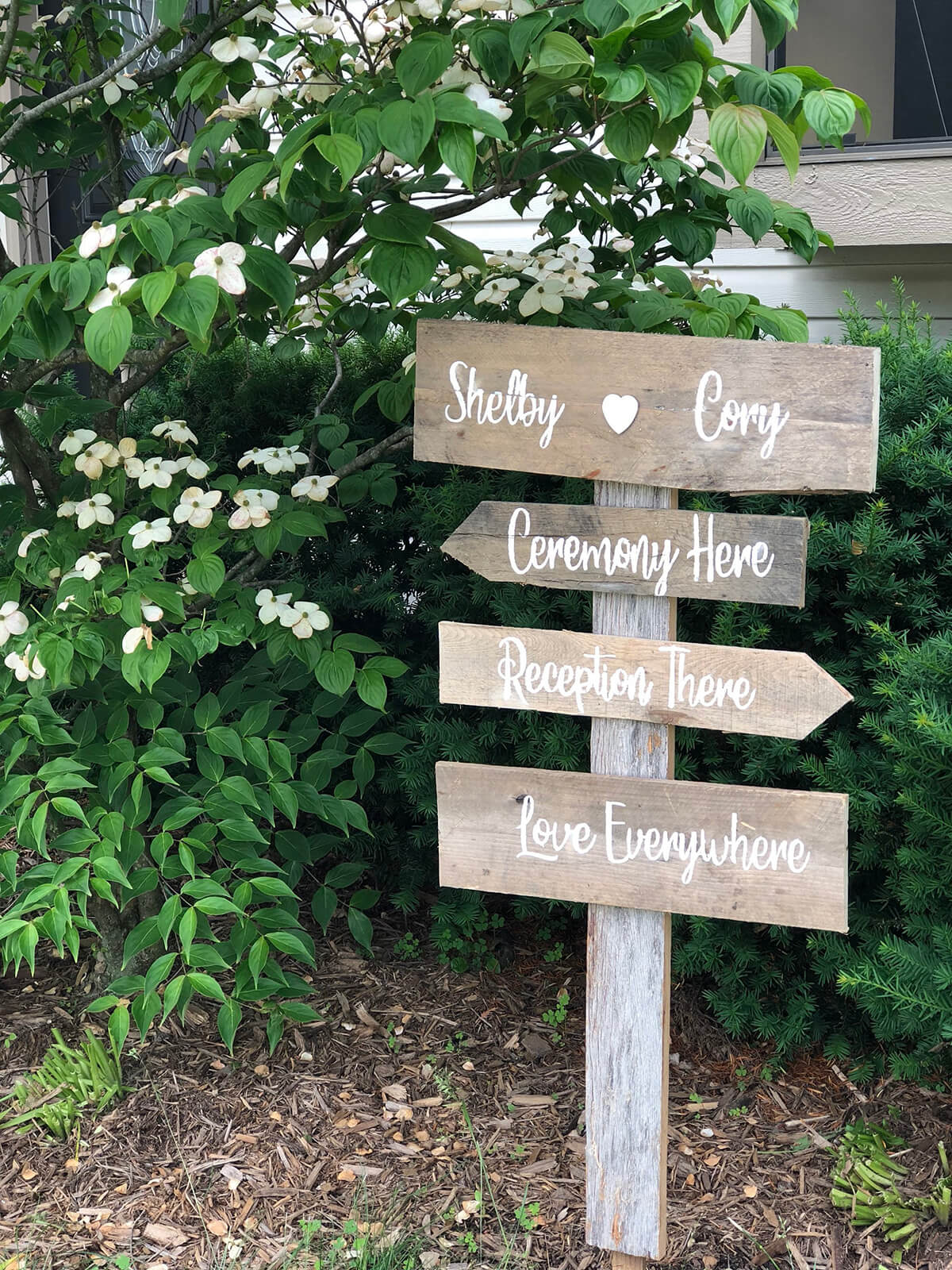 Personalize Your Home with a Rustic Pallet Sign