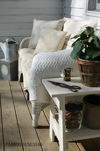 Cozy Farmhouse Bench Creates Comfort