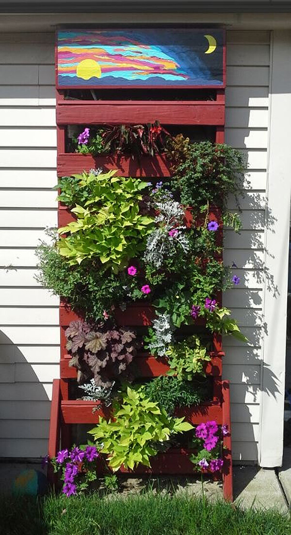 Vertical Planter from Recycled Wood Pallets