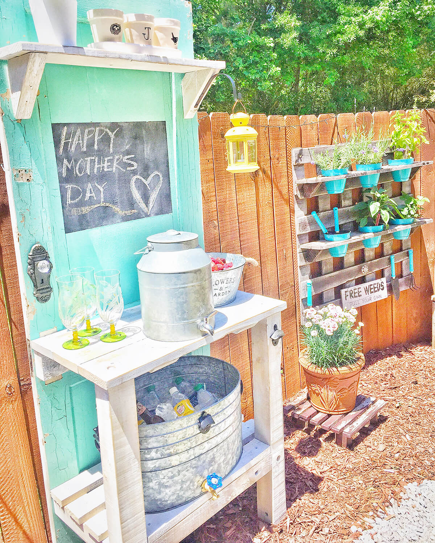 Best DIY Pallet and Door Bar