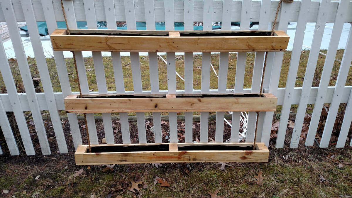Hanging Pallet Planter Box for Privacy