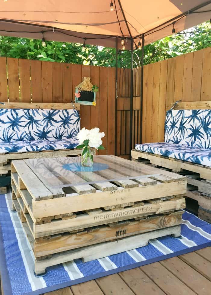 Matching Outdoor Patio Pallet Furniture Set