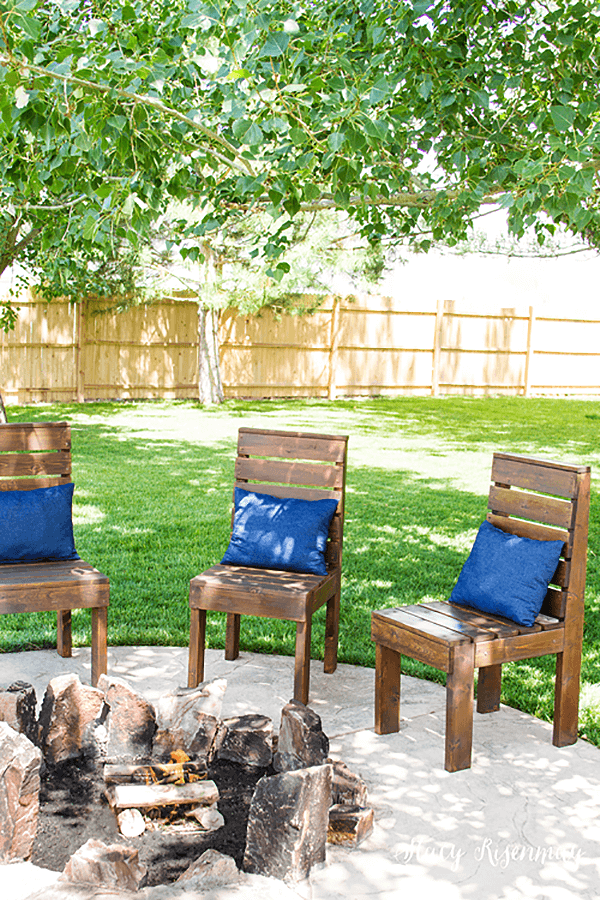 Rustic and Simple Outdoor Pallet Chairs