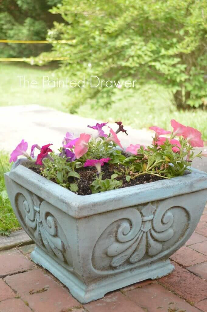 Elegant Outdoor Fleur-De-Lis Concrete Planter