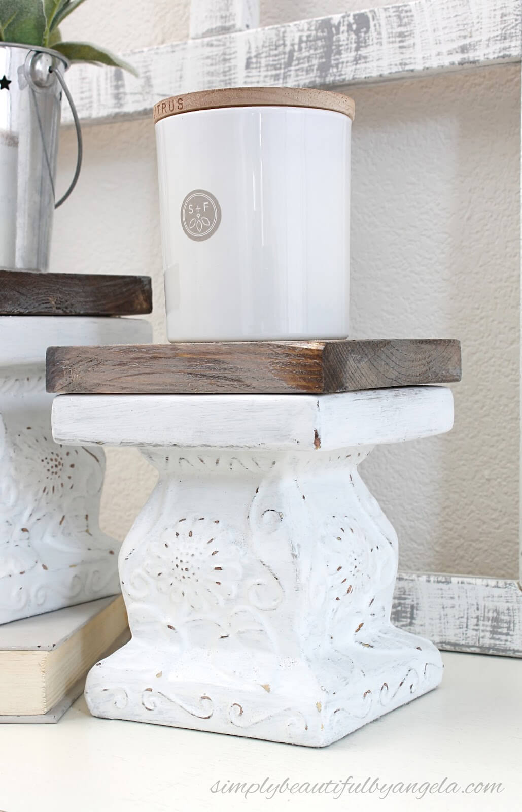 Old Fashioned Indoor Display Pedestals