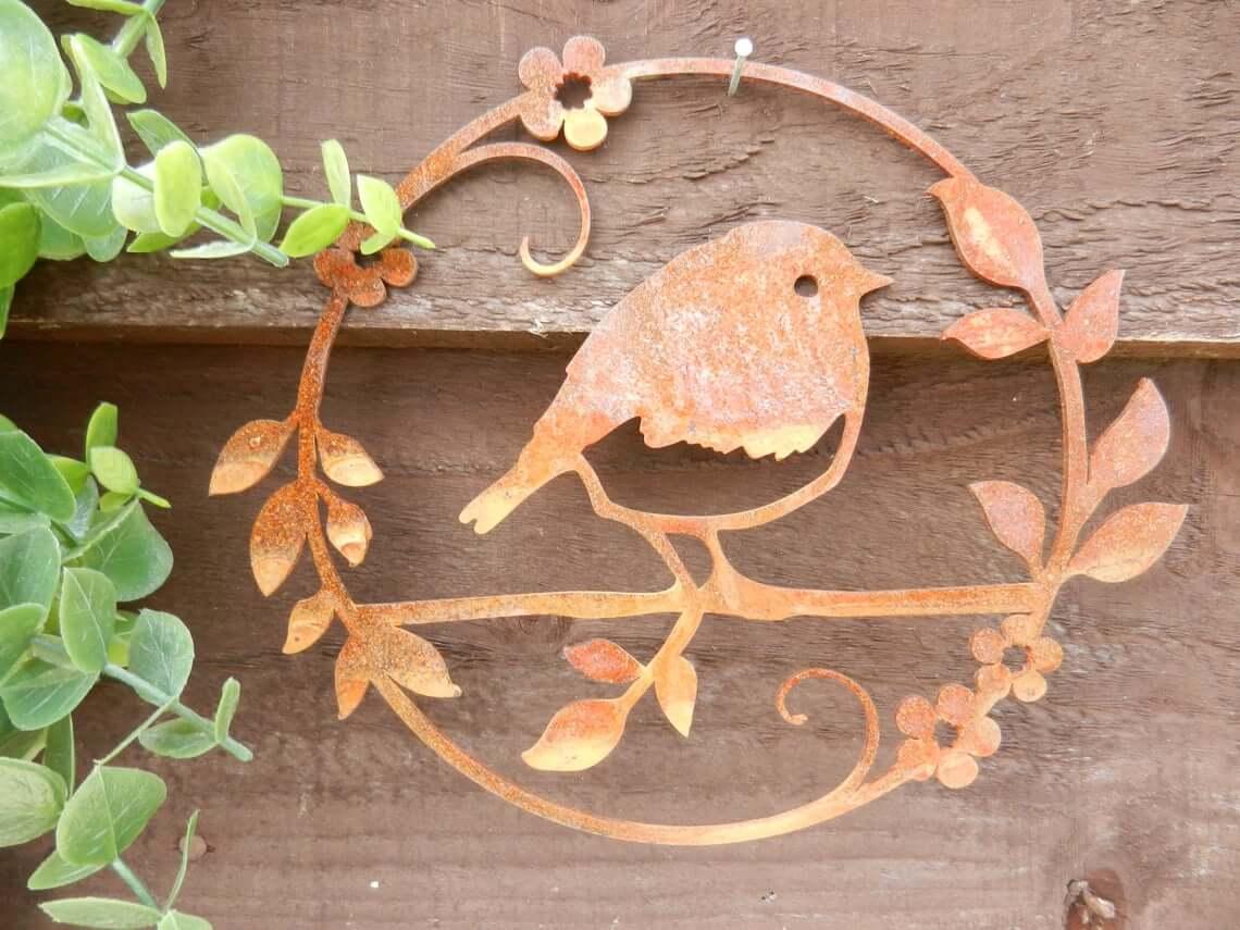 Robin Circle Decoration in Rusty Metal
