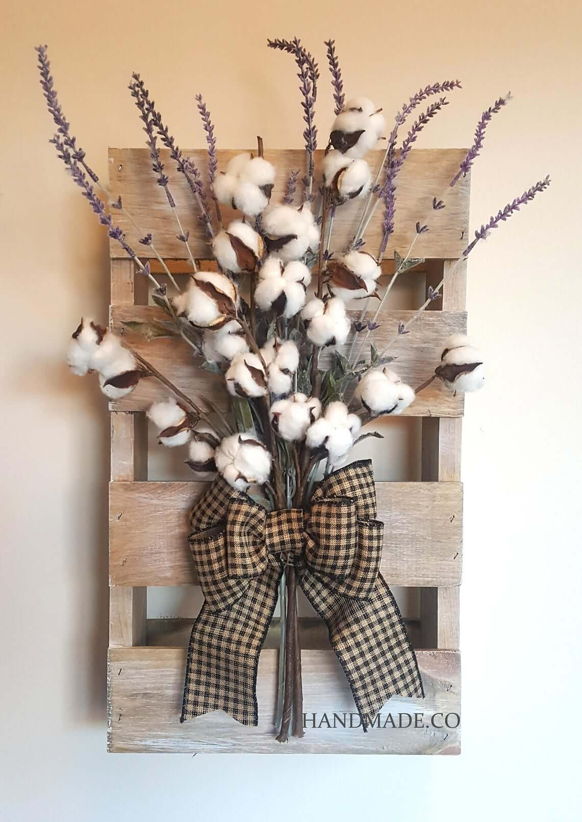 Miniature Pallet with Cotton Spray Wall Decoration