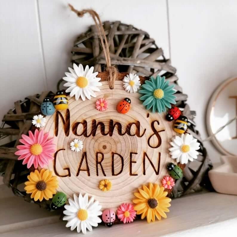 Wood Round Nanna's Garden Decorative Ornament