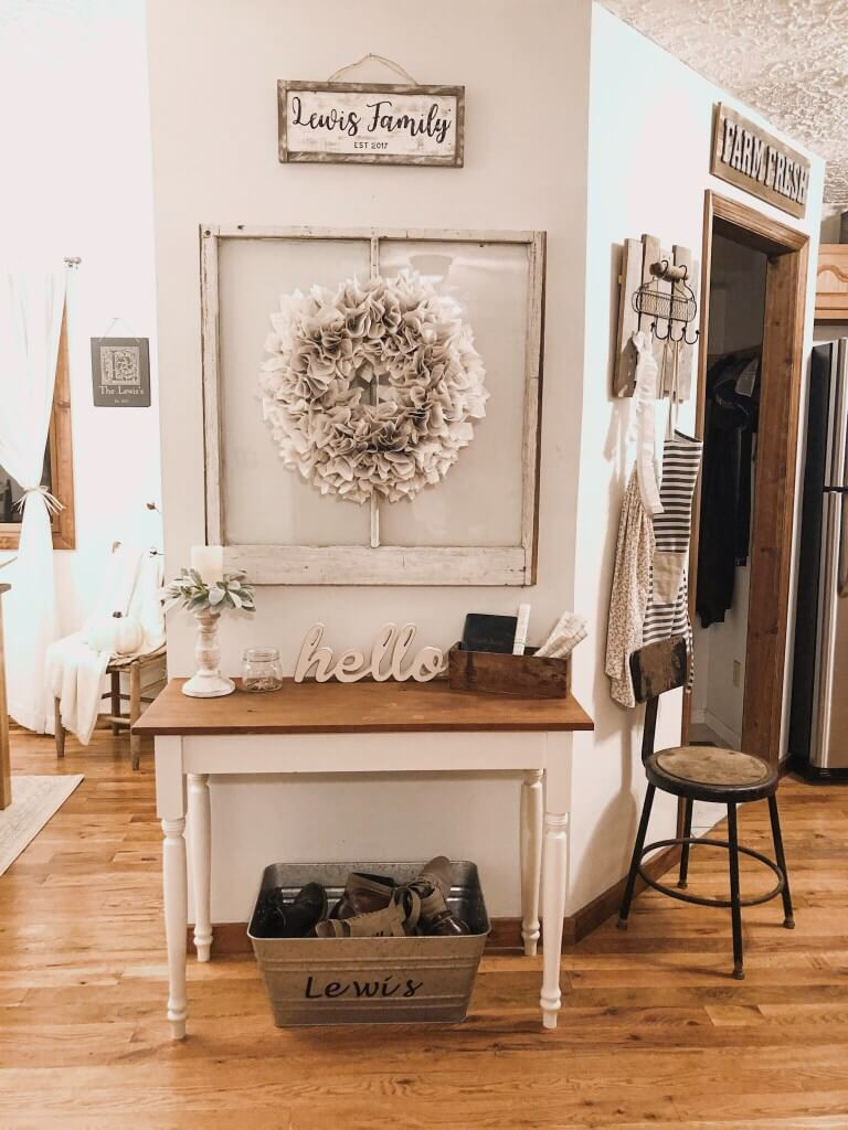 Minimalistic and Cute Entry Table
