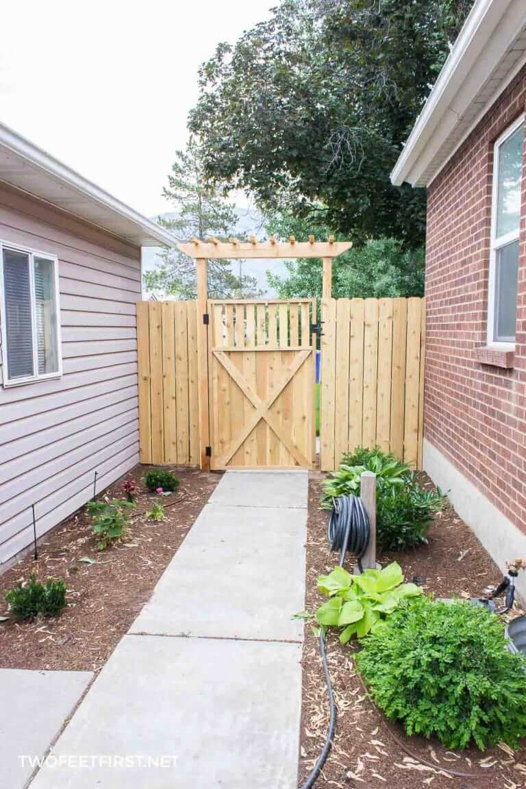 Gorgeous DIY Wooden Gate Project
