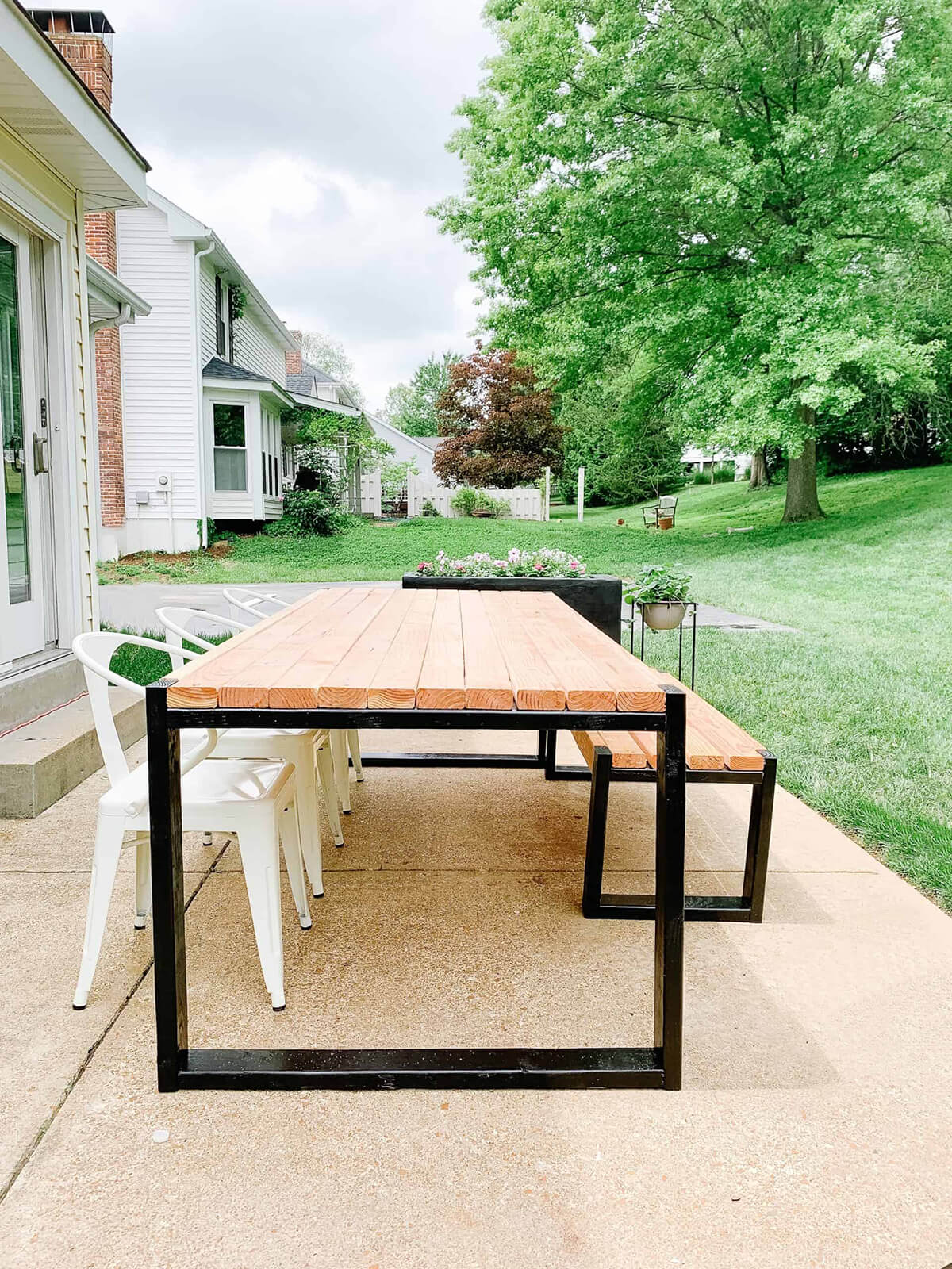 DIY Dining Table on the Patio