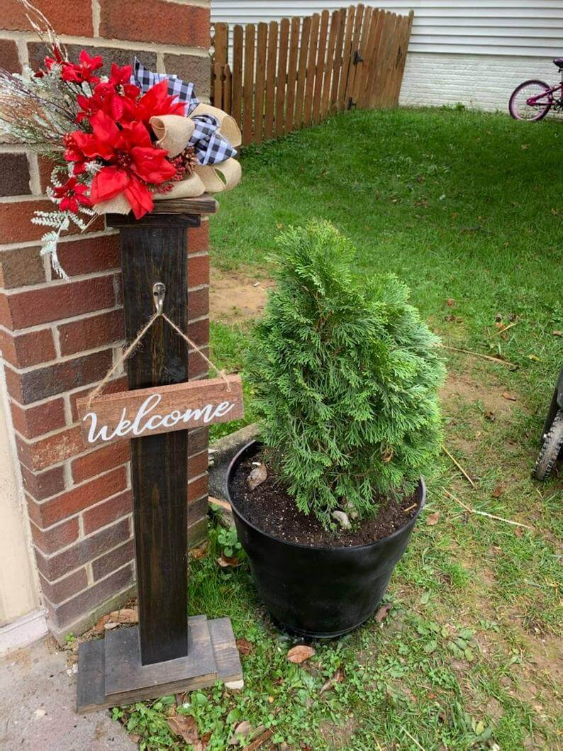 Simplistic Wooden Welcoming Porch Post