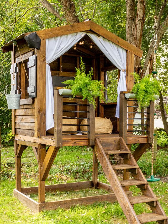 Space-Saving DIY Backyard Playhouse Idea