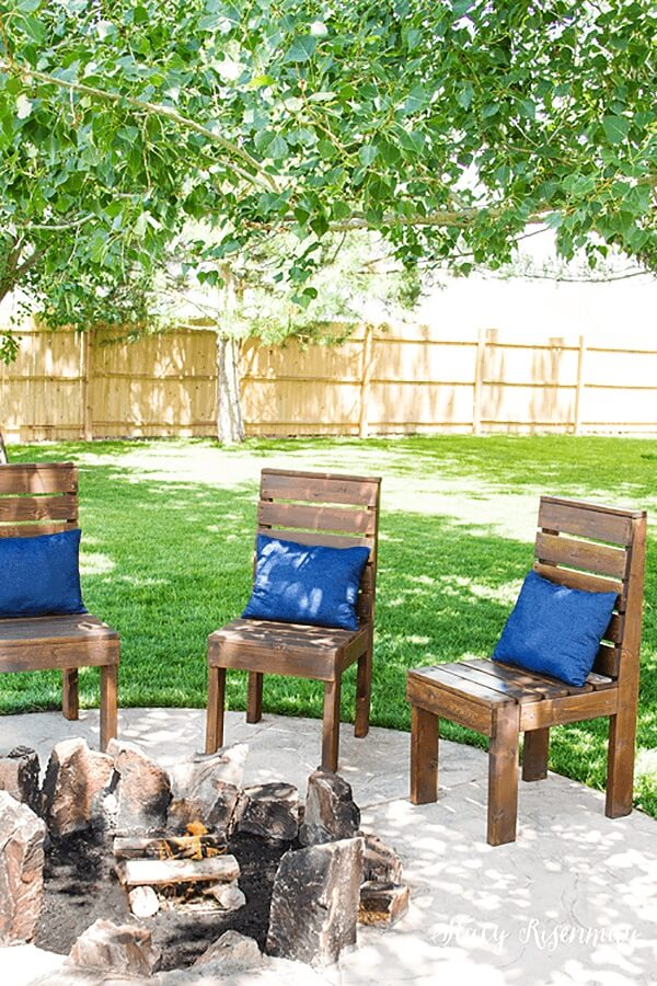 Classic and Simple Traditional Chairs from Pallets