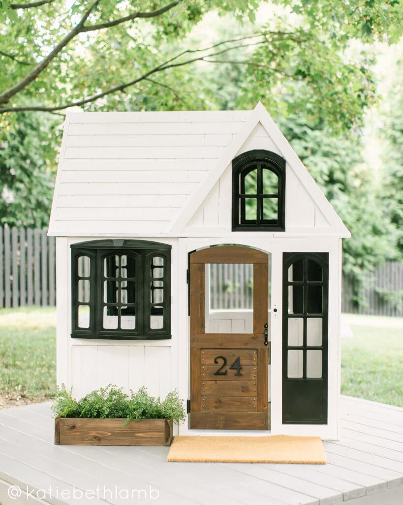Spacious and Cool Playhouse Makeover
