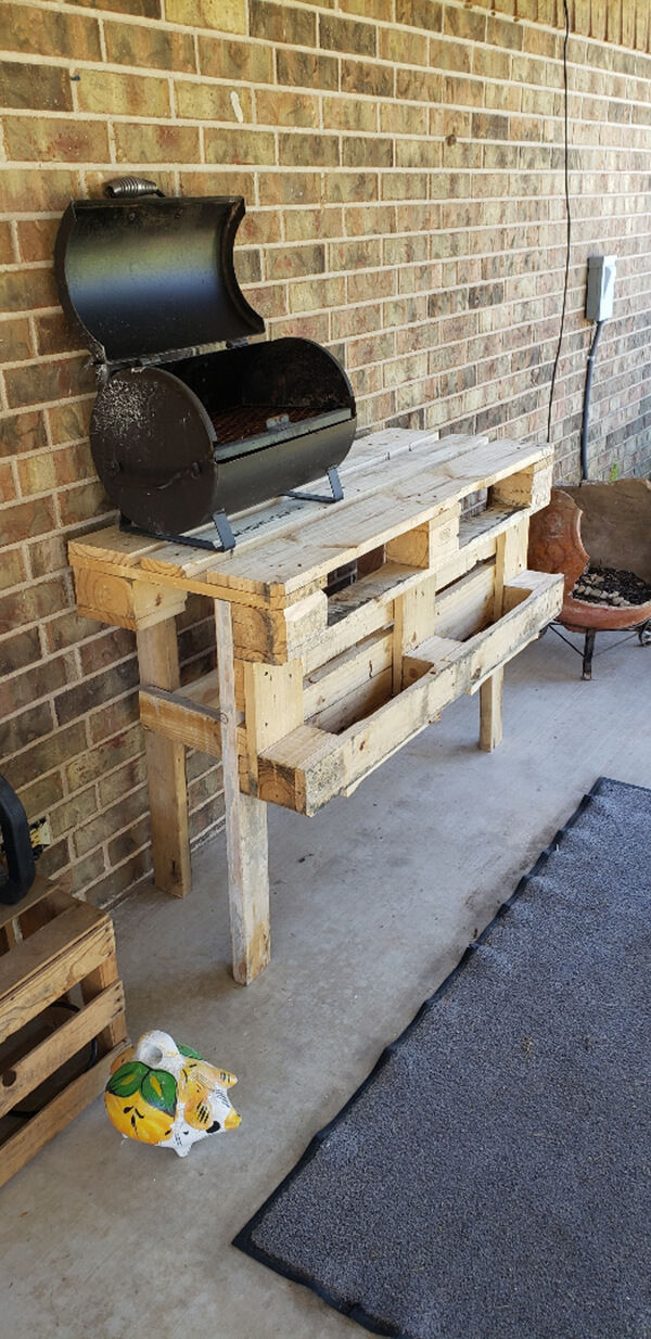 Rustic Pallet Outdoor Grill Table