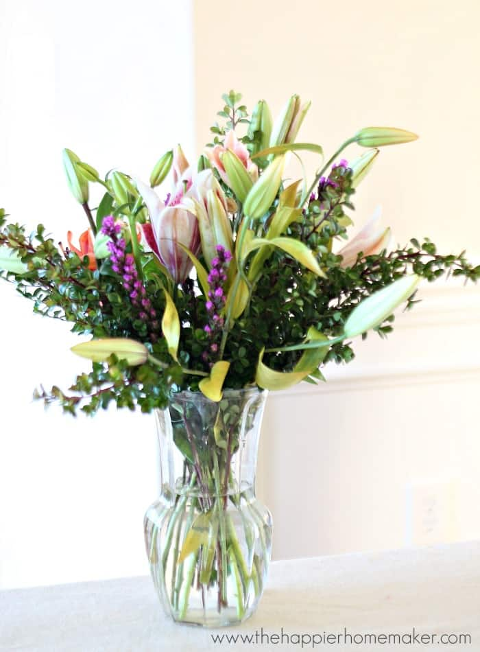 Timeless and Classic Glass Vase Flower Centerpiece