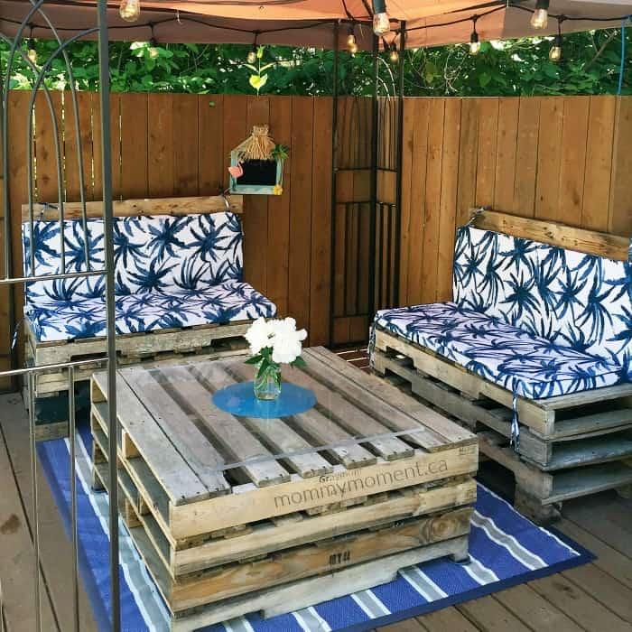 Outdoor Living Room Pallet Furniture