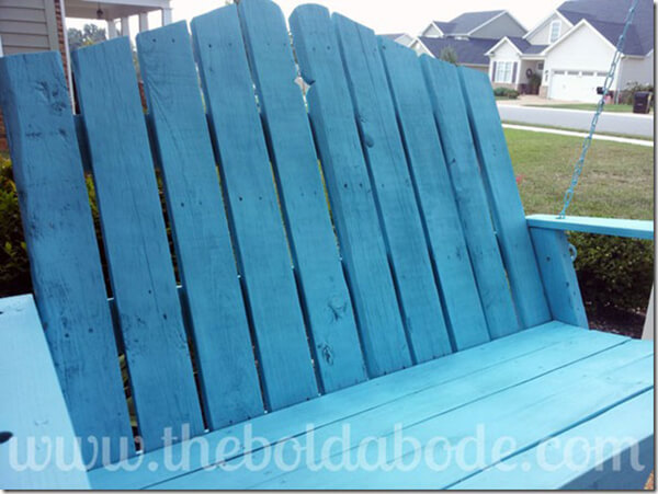 Pretty Painted Pallet Porch Swing