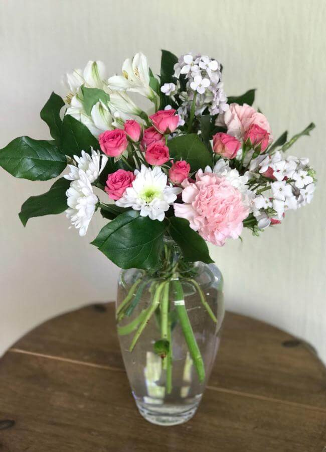 A Timelessly Traditional Arrangement in Pinks and Whites