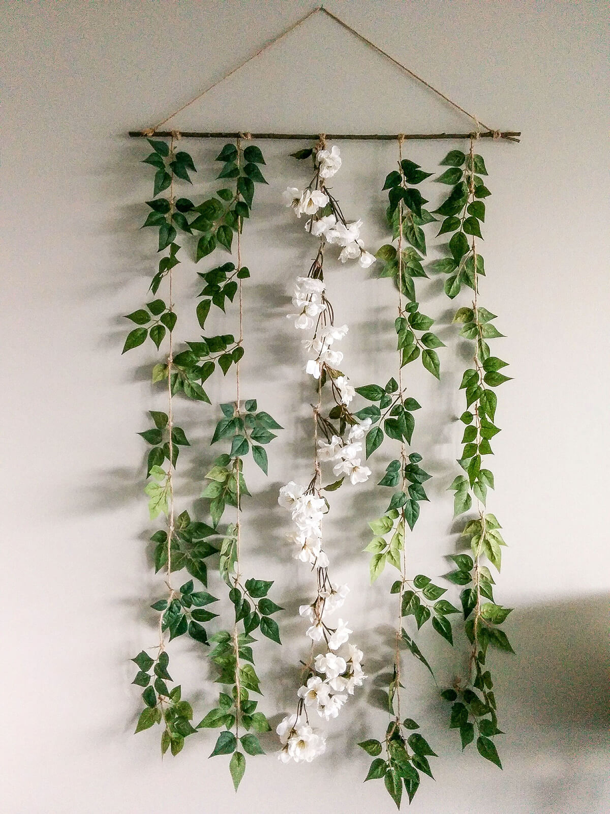 Gorgeous DIY Floral Garland for A Rustic Touch
