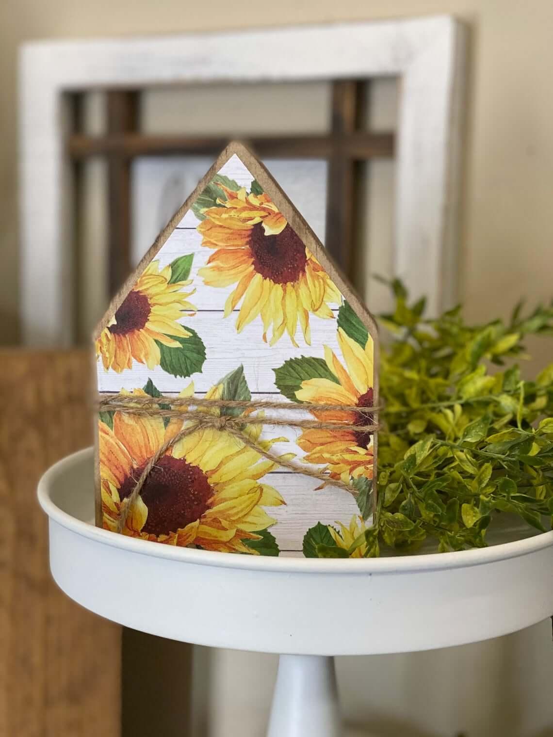 Stylish Mini Wooden Sunflower Farmhouse