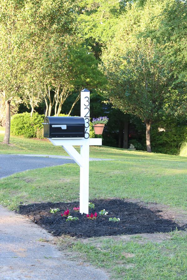 Farmhouse Themed Mailbox Post Transformation