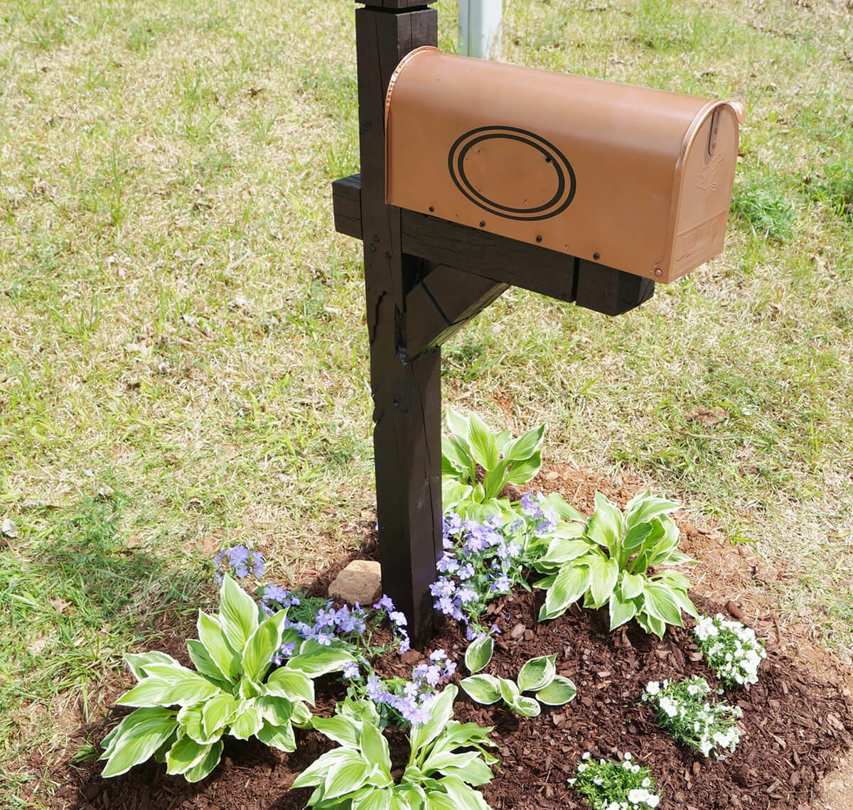 Painted Vinyl Mailbox Post Makeover