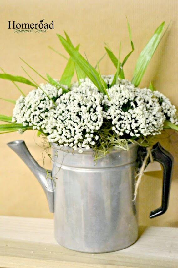 Vintage Metal Flower Pot Décor