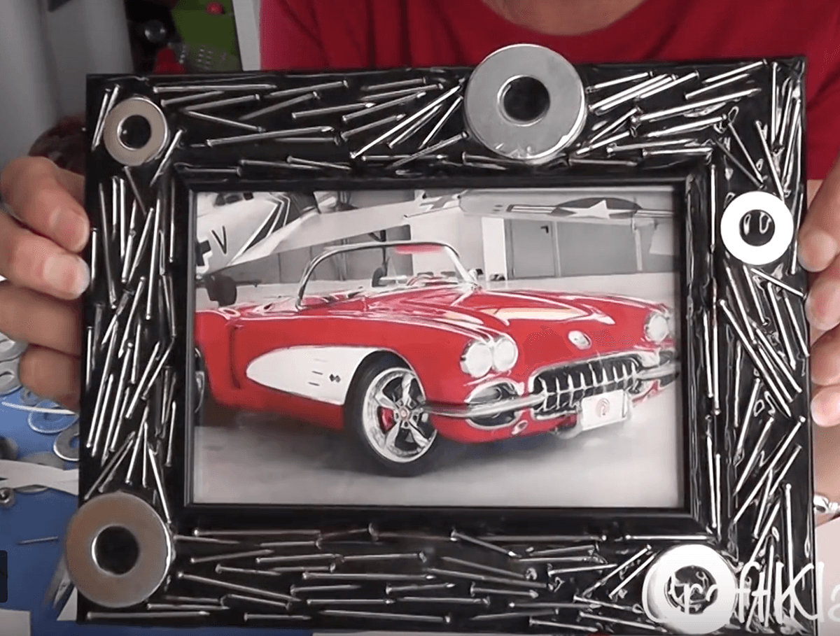 DIY Nail Picture Frame Décor